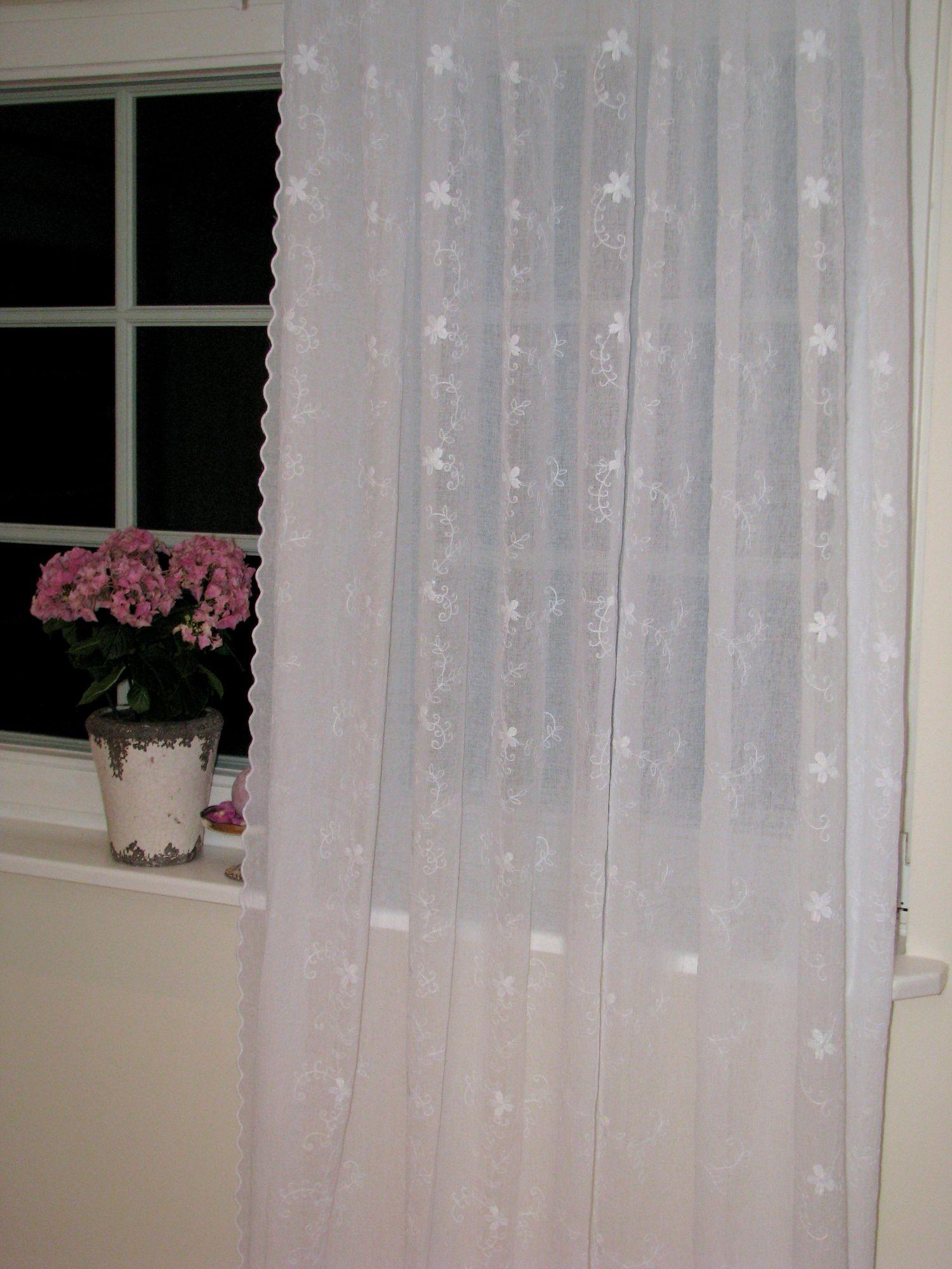vorhang weiss crach optik bogenkante stickerei romantisch shabby landhaus. Black Bedroom Furniture Sets. Home Design Ideas